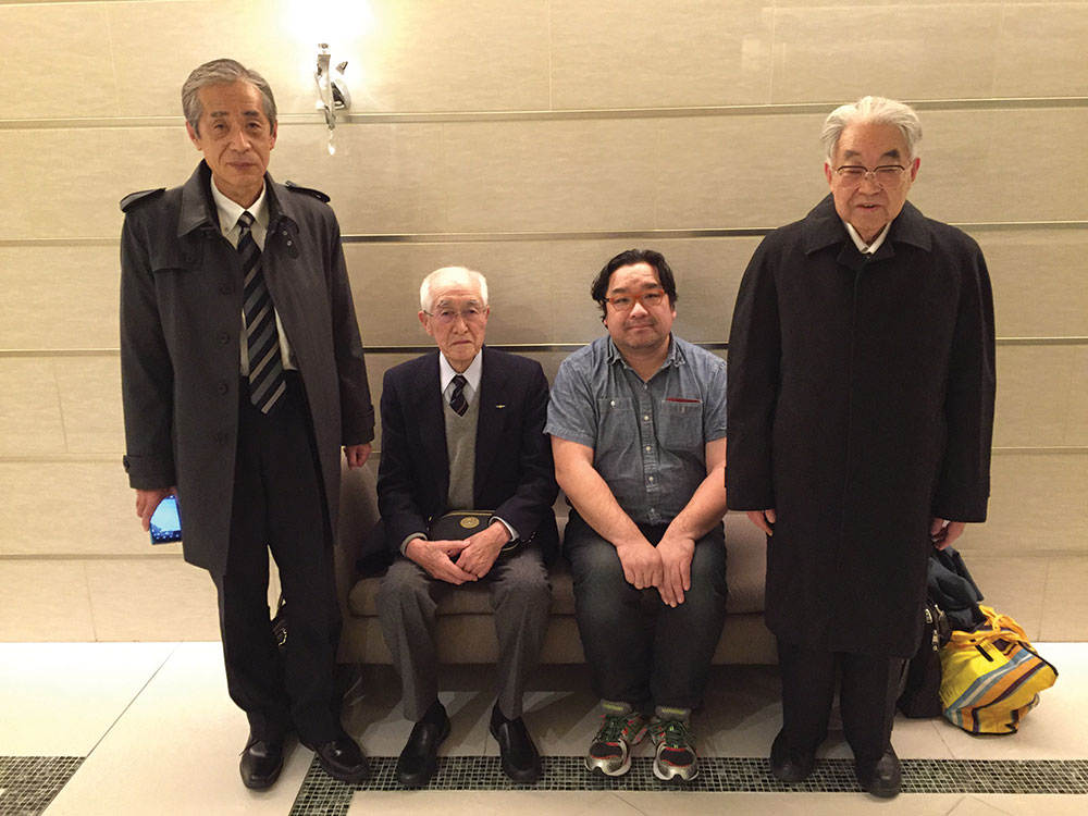 A group photo from his visit with Unabara-kai (the Japanese Imperial Navy Surviving Aviators Association) in January (from left): Mr. Hirano (director general, Unabara-kai), Dr. Kanno (officer, Unbara-kai, Shoji Satake and Dr. Sugano (director general, Zero Fighter Admirers Club). Dr. Maeda was not pictured due to ailing health.